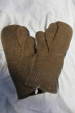 MINT UNISSUED ORIGINAL WW2 U.S. ARMY WOOL COMBAT MITTENS WITH TRIGGER FINGER