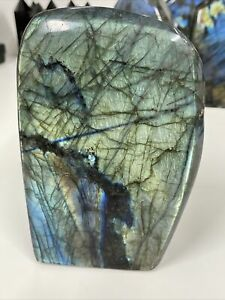 NEW LABRADORITE STANDING PIECE WITH LOVELY FLASH MINED IN MADAGASCAR 917g (12)