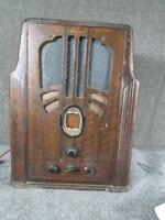 ANTIQUE PHILCO TOMBSTONE MODEL 640 VACUUM TUBE RADIO
