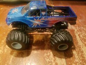 1:24 ILLUMINATOR Hot Wheels Monster Jam Truck