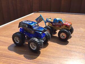 Pair Of Monster Jam Trucks Son AVO Digger V Hot Wheels 1/64 In Good Condotion