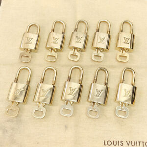 AUTHENTIC LOUIS VUITTON LV LOGO 10 SET PADLOCK KEY BAG CHARM CADENA GOLD 08JC369