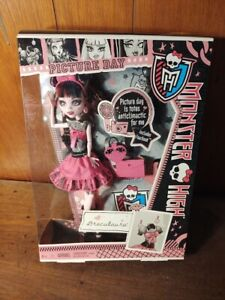 2012 Monster High - Picture Day - Draculaura doll - NRFB New Includes Fearbook