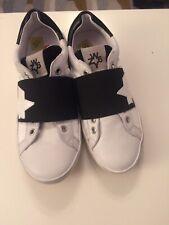 children's w6yz slip on laceless trainers white/black UK size 1.5
