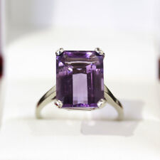 Fabulous Emerald cut 10ct Amethyst cocktail ring, set in 14ct gold.