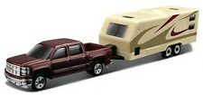 Maisto Modellauto Chevrolet Silverado 1500 + RV Trailer / Wohnwagen 1:64 - NEU