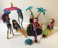 Monster High Dolls + Desert Oasis  Playset With Cleo + 4 Dolls + Access Lot