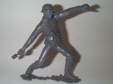MARX 1963 6 INCH WWII GERMAN ARMY SOLDIER THROWING STICK GRENADE EXCEL