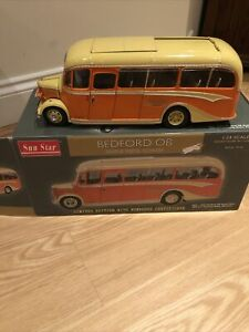 Sun Star 1/24 Scale Model Bus 5001 - Bedford OB Duple Vista Coach - Cream Orange
