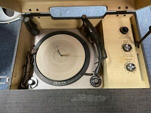 VINTAGE ZENITH STEREOPHONIC HIGH FIDELITY PORTABLE PHONOGRAPH COBRAMATIC
