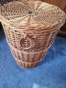 Vintage MADEIRA PORTUGAL Hamper Laundry  Basket With Lid & Handles14 1/2 × 20