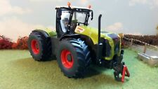 Claas Xerion 5000 Tractor 1:32 Scale by Siku - 3271