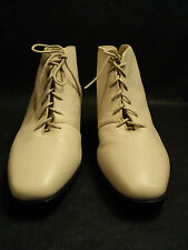 """GREAT PAIR OF """"AUDITIONS"""" BRAND WOMEN'S LEATHER SHORT BOOTS, BEIGE, SIZE 8B NEW"""