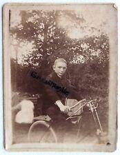 PHOTO garçon avec bicyclette ancienne beau guidon et trompe klaxon G421