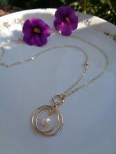 Halskette in 585 Gold Filled, mit Akoya-Perlen-Anhänger in lässigem Design