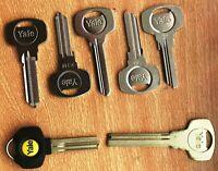 30 mm STAINLESS STEEL PADLOCK BY B /& Q NIB key free post laminated new 2 keys