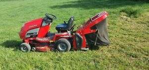 Honda Countax C330 Mini Tractor / Ride On Mower / Lawnmower with Grass Collector