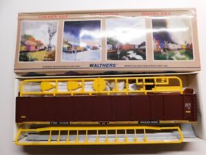 HO Scale - Walthers - Conrail TTGX 89' Enclosed Auto Rack Train Car Kit #931238