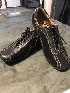 NatruralSoul Naturalizer Black 6 1/2m EUC Sneaker Shoe Tie Up Woman's