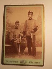 Payerne - 2 Soldaten ? in Uniform mit Säbel & Helm - Schweiz / KAB