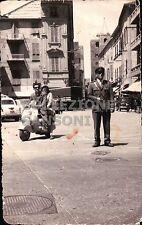 MAGGIO 1957 VIGILE URBANO AD ALBENGA + VESPA O LAMBRETTA  C10-497