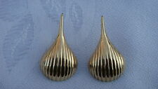 VINTAGE SOLID 14K YELLOW GOLD WIRE HOOK SHELL EARRINGS - 1 1/4""