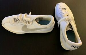 NEW - Old Stock NIKE Size 7 an 1/2