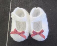 NEW - HAND KNITTED WHITE BABY BOOTEES WITH DUSKY PINK BOWS - 0-3 MONTHS