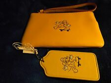 COACH DISNEY MICKEY MOUSE CORNER ZIP WRISTLET LEATHER NWT & MICKEY HANGTAG FOB