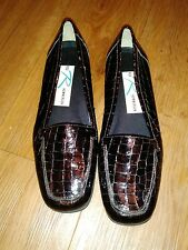 Ros Hommerson Ladies Size 7 Faux Crocodile Dress Shoes d9