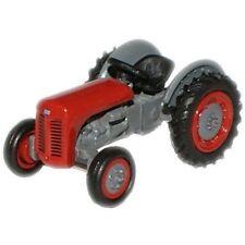 Modellini statici di mezzi agricoli rosso