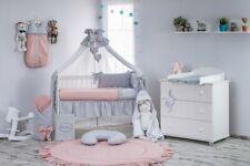 Babybett Tany mit 10-tlg Komplett-Set Bettwäsche Matratze Nestchen Puder Grau