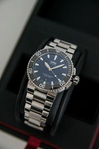 Oris Aquis Date Blue 43mm Automatic 300m Dive Watch with Full Box and Links