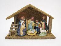 Weihnachtskrippe aus Holz mit Moos und 7 handbemalten Figuren