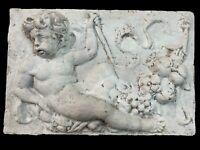 Antiguo relieve de terracota con puti, ángel de la guarda. XIX. 29x43