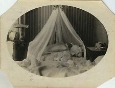 PHOTO ANCIENNE - VINTAGE SNAPSHOT - ENFANT BÉBÉ SOMMEIL NAISSANCE LIT - BABY BED