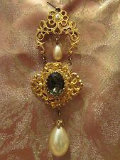 grande broche vintage fantaisie metal doré ciselé ruban cabochon perles ep 1950