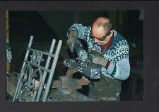 FRETEVAL 41 : FONDERIE / EBARBEUR au travail en 1995
