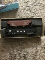 Athearn Trains Milwaukee Road, Norfolk And Western, Hopper, 94537&12988