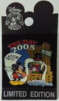 Disney Pin Mickey Mouse & Uncle Scrooge McDuck  2005 Tax Day – New on Card