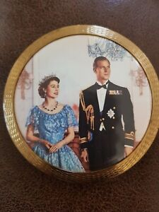 Stratton vintage 1950s Queen Elizabeth II and Duke of Edinburgh compact