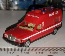Ambulances miniatures multicolores Mercedes