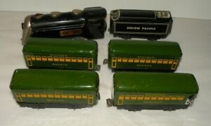 MARX COMMODORE VANDERBUILT ENGINE/ TENDER W/ 4 GREEN/ YELLOW PASS CARS, CLEAN