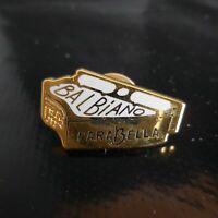 Pin's BALBIANO PARABELLA vintage publicitaire métal plaqué or Italie N4892
