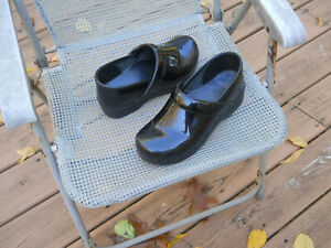 DANSKO Patent Leather Professional Stapled Clogs 9.5-10/40