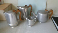 VINTAGE SET OF VINTAGE PICQUOTWARE  / PICQUOT WARE TEA / COFFEE POTS & MILK JUG
