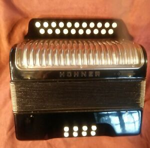 Hohner Erica Melodeon Black D/G with straps and gig bag