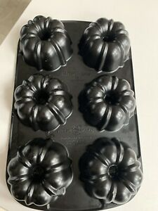 Nordic Ware Cast Iron Bundt Bundtlette Cake Pan Mini Bundt
