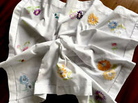 VINTAGE SMALL HAND EMBROIDERED WHITE COTTON TABLECLOTH - 25X27 INCHES
