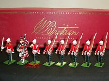 BRITAINS 00126 ROYAL SCOTS MARCHING BRITISH ARMY METAL TOY SOLDIER FIGURE SET